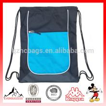 O saco do Gym do cordão do esporte das mulheres perfeito para Workouts, ioga, ou corredor.