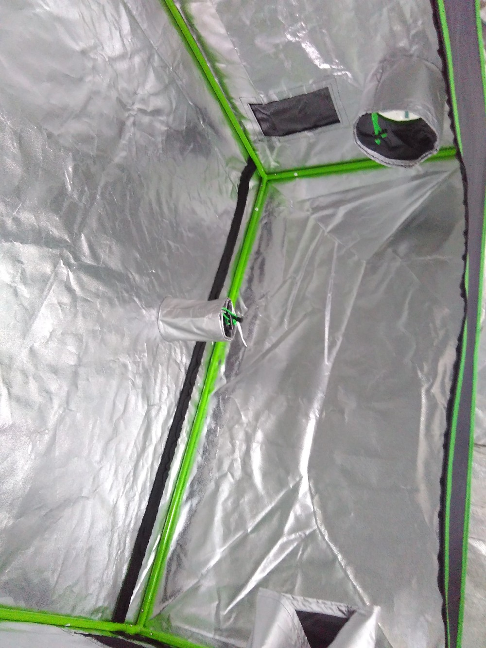 Hydroponic growing tent