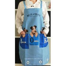 O avental bonito do babador da cozinha das mulheres