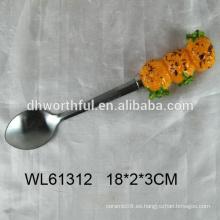 2016 nuevo diseño cuchara de acero inoxidable con forma de piña de cerámica