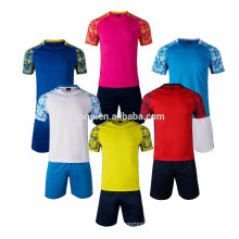le dernier nouveau jeu de maillot de mode de football de conception simple, uniforme de football / uniforme de football de haute qualité