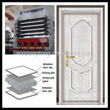 Mehrschichtige Melamin MDF Türhaut Heißpressmaschine / Grundierung Türhaut geformt