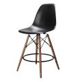 Nueva silla barata de la barra del restaurante de la pierna de haya del asiento PP de PP del diseño 2018