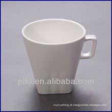 Parte inferior quadrada da porcelana de P & T