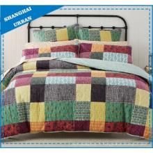 Ensemble de couvre-lit en polyester imprimé à motif patchwork colorblock