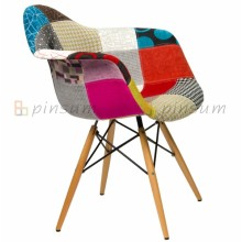 Eames Fabric penuh Covered Armchair dengan Wood Leg