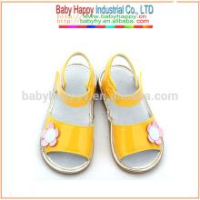Los zapatos amarillos de lujo embroma los zapatos chillones zapatos al por mayor de la escuela