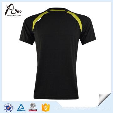 Les hommes ont marqué le T-shirt Fancy Fitness portent en gros