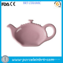 Taza de té y bolsita de té en forma de olla