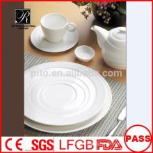 Venta al por mayor de alta calidad de porcelana de última vajilla de banquetes de diseño conjunto