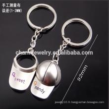 Bon marché personnaliser le casque de baseball keychain hommes et femmes couple keychain petit cadeau porte-clés YSK001