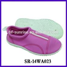 Zapatos de agua de goma de moda zapatos antideslizantes de agua caminan en zapatos de agua