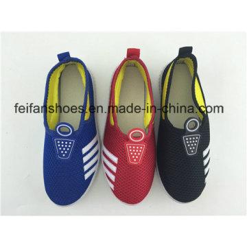 Zapatos de inyección de lona Slip-on nuevos de 2016 Arrivel para niños con muchos colores