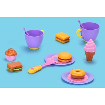 Spielzeugküchensets spielen vor, Plastikküchenspielzeug zu spielen