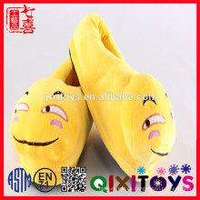 Zapatos de caca personalizados zapatillas de emoji de felpa rellenas lindas / zapatos de peluche venta caliente de la felpa para la venta / Emoji Pillow Shoes