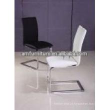 Cadeira de jantar moderna em couro com pés cromados