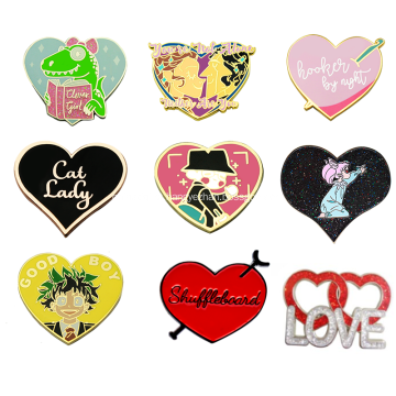 Emblema de esmalte duro com brilho personalizado em forma de coração