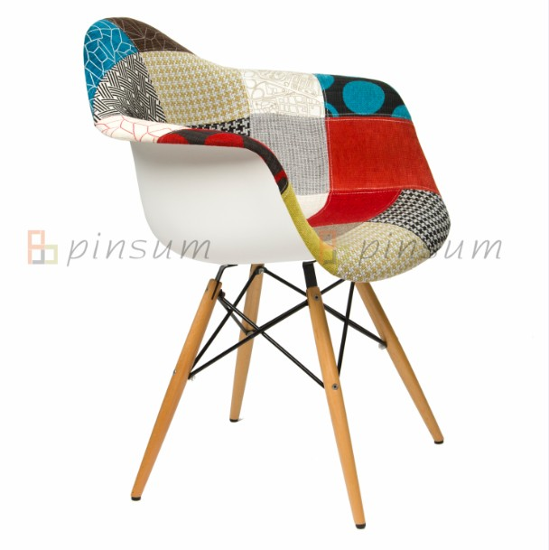 Eames Setengah Fabric Covered Armchair dengan Wood Leg