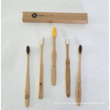 Hölzerne Zahnbürste des Erwachsenen und der Bausätze Bambus