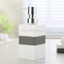 керамический дозатор для жидкого мыла с пластиковым насосом и силиконовой лентой