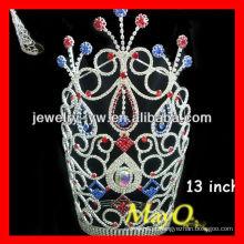 Grande coroa patriótica alta alta colorida da tiara da representação histórica