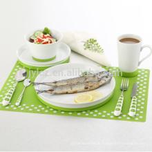 Porzellankeramisches Geschirrset mit rutschfester Silikonunterlage