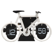Bike Fliping Flip Clock en la mesa