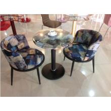 Moderna mesa de centro y silla