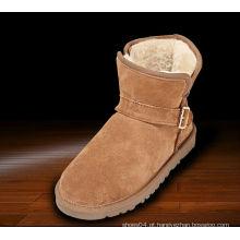As mulheres européias do veludo do estilo do projeto o mais atrasado curvam as botas de martin do inverno metade