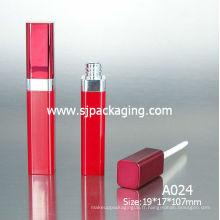 Tube de lipgloss rouge