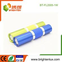 Vente en gros de gros éléments en métal coloré Portable Portable 1watt led Mini Torch Light avec 1AA Dry Battery