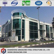 Sala de estructura moderna de acero pesado con piso múltiple