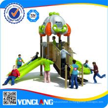 Красочные игрушки для ребенка играть