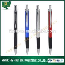 Прозрачная металлическая ручка формы