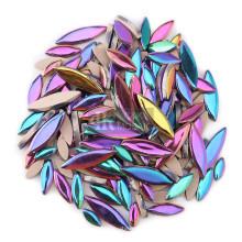 Mosaico de cerámica de pétalos iridiscentes para diseño floral