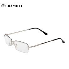 Diseño de imágenes ópticas leyendo gafas.