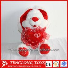 Los juguetes de los niños rellenos y juguetes de conejo de peluche lindo celebración de un corazón