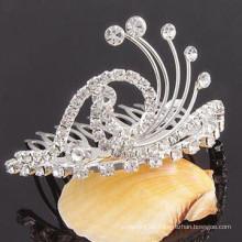 La plata de la manera plateó el clip cristalino de la tiara