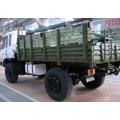 Camión todoterreno militar a campo traviesa