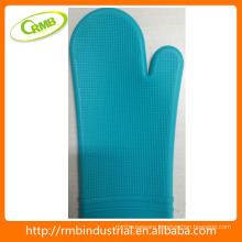 RMB Household kitchen silicone heat insulating silicone fashion gloves with 2 hours reply
