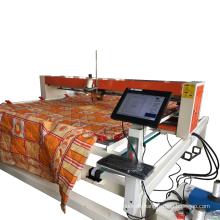 Industrielle Quiltmaschine mit einem Nadel-Nähkopf