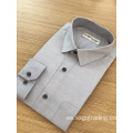 Camisa de manga larga formal masculina de color simple