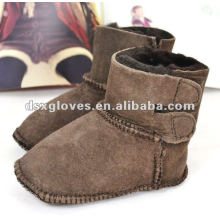 Fur baby shoes warm and comfortable