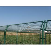 Cerca de malha de arame ferroviária com estrutura