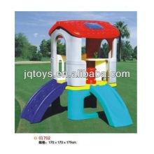 Los niños al aire libre playhouse de plástico con tobogán