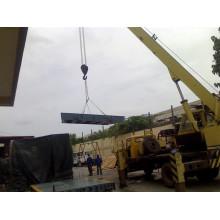 Échelle de camion suspendue par Crane à la Fondation