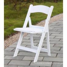 Cadeira dobrável de resina branca acolchoada
