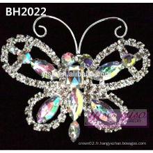 Broche de défilement de couronnes en cristal de papillon