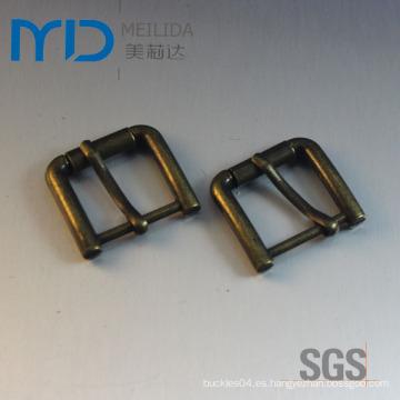 Forme la hebilla del metal para los zapatos de las correas