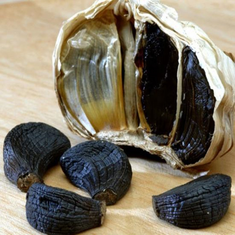 peeled black garlic 1